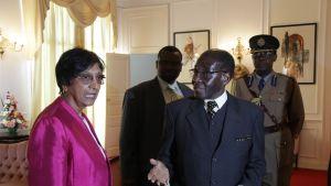Pillay träffade Mugabe i Zimbabwe 23 maj 2012
