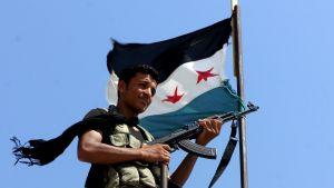 Syrisk rebell nära Aleppo