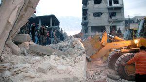 Skador efter granatattacker i Homs, Syrien i december 2012.