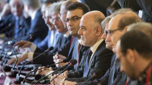 Ministrar från 20 länder deltar i en konferens i Paris om terrorrörelsen IS.