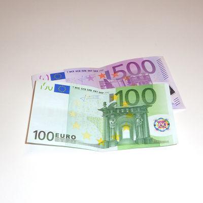 Eurosedlar, 100 och 500 euro.