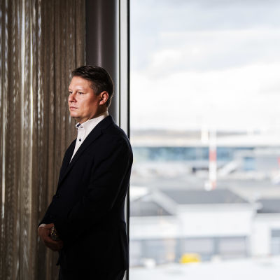 Kuvassa on Topi Manner Finnairin tiloissa 28. lokakuuta 2020.