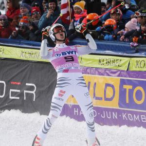 Stefan Luitz sträcker armarna i luften