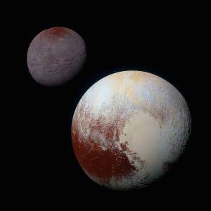 Dvärgplaneten Plutå med månen Charon.