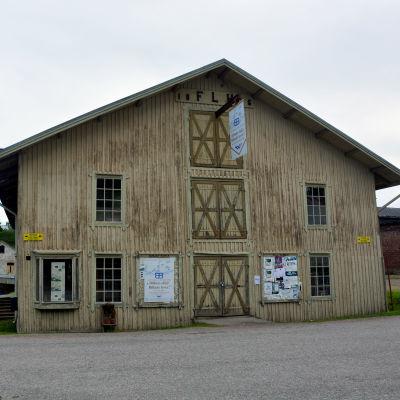 En av de gamla bruksbyggnaderna i Billnäs.