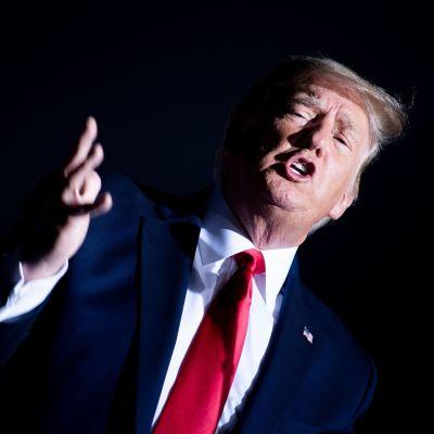 Donald Trump höll ett valmöte i Nevada på lördag kväll. Efter valmötet kommenterade han polisskjutningen i Compton på Twitter.