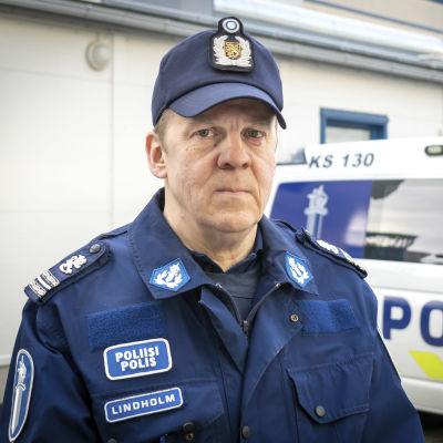 Komisario Jari Lindholm, Sisä-Suomen poliisilaitos.