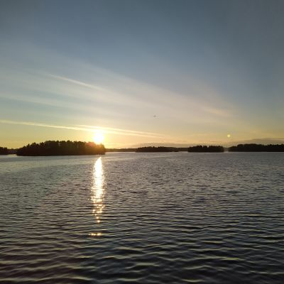 Kallaveden maisemaa auringonnousun aikaan