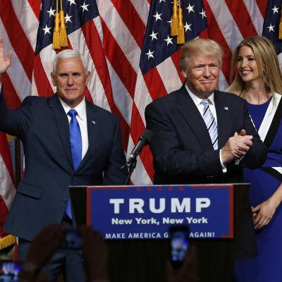 Trump presenterade sin vicepresidentkandidat Mike Pence i New York den 16 juli 2016. Till höger Trumps dotter Ivanka.