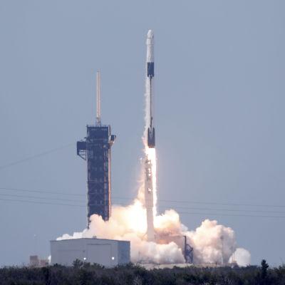 SpaceX första kommersiella bemannade rymdfarkost skjuts upp 30.5.2020.