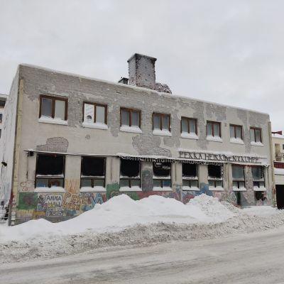 Pekka Heikkisen vanha leipomo Kajaanin ydinkeskustassa.