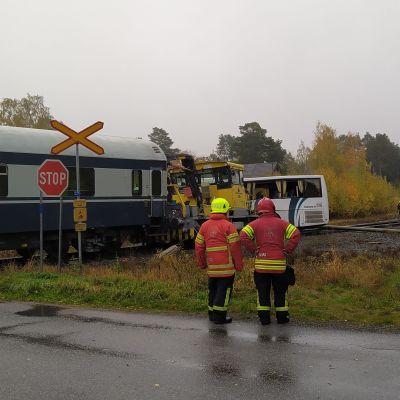 Pohjanmaalla Kaskisissa tapahtui ratatyökoneen ja koulubussin välinen törmäys tasoristeyksessä aamulla 5. lokakuuta 2021