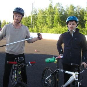 Patric Hjorth och Karl Hagner ska strax spela cykelpolo