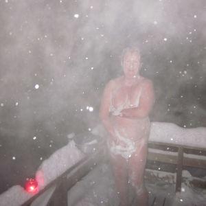 Kuva otettu 30.12.2012 vestervikin mökillämme svartholmenissa talvisessa saunassa, vaimoni suihkussa kolmentuhannen tähden hotellissa. Mökkimme sijaitsee vain puoli kilometriä Strömsöstä Raippaluotoon päin.