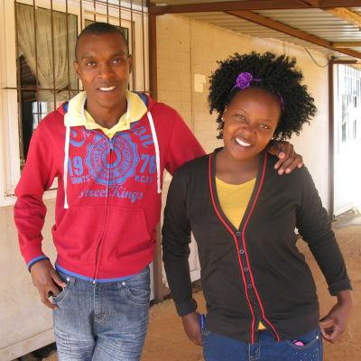 Elsie och Velaphi jobbar för att öka kunskapen och förståelsen om hiv och aids bland sina jämnåriga.