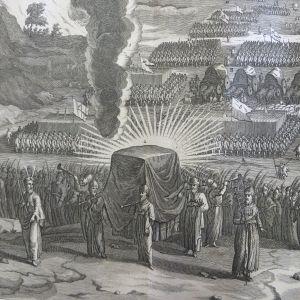 "Kuva Liitonarkusta Augustin Calmetin kirjasta ""Historical, critical, geographical, chronological, and etymological dictionary of the Holy Bible"" vuodelta 1732."