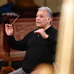 Zubin Mehta johtaa Wienin filharmonikkoja