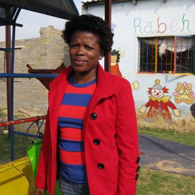 Nosibusiso Gwada blev mamma när hon var 19 år. Hon önskar att unga flickor skulle få mer information om vad det innebär att bli gravid som tonåring.