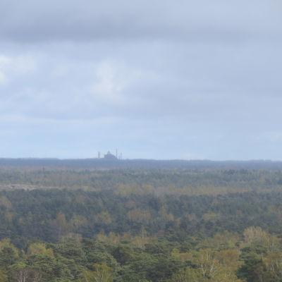 Koverhars stålverk syns vid horisonten från Hangös vattentorn.