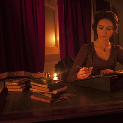 Näyttelijä Hannah Taylor Gordon on Mary Shelley draamadokumentissa Frankensteinin syntytarina