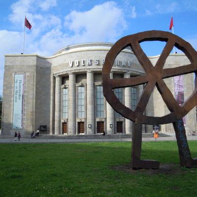 Volksbühneteaterns fasad i Berlin.