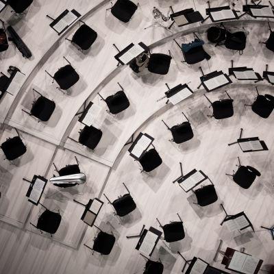 Harjoitukset alkamassa Musiikkitalossa.