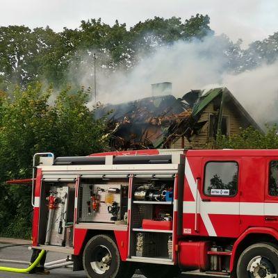Lempäälän keskustassa, Tampereentie 26:ssa syttyi 22.7.2020 kello 18 illalla palamaan asumaton talo. Se tuhoutui purkukuntoon.