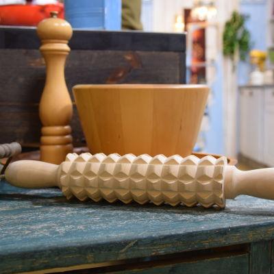 En knäckebrödskavel på ett bord i Strömsös kök