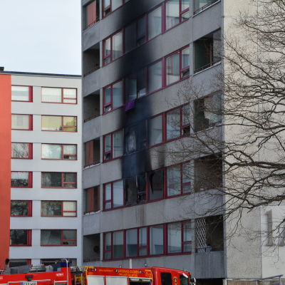 Höghuset i Pansio som brann 2014.