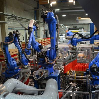 Robotarmar som rör sig med fin precision