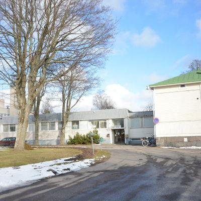 Infart till Hangö hälsocentral.