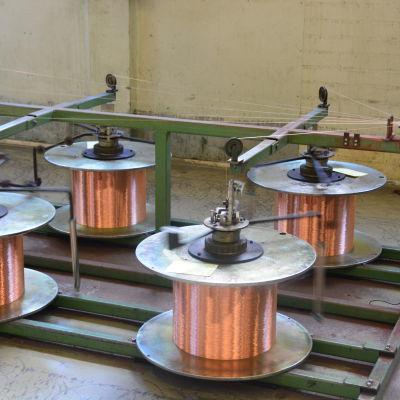 Koppartråd på rulle i Helkamas kabelfabrik i Hangö.