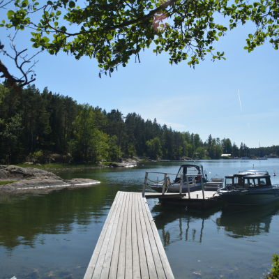 Brygga vid på Orslandet i Ingå skärgård.