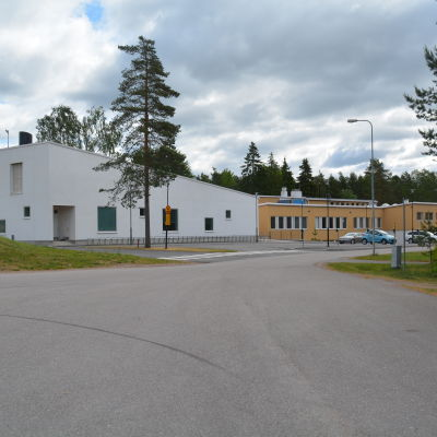 Vid Merituulen koulu i Ingå kunde trafiken slussas säkrare.