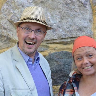 Dan Idman och Ilse Klockars är glada trots allvarliga ämnen.