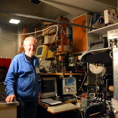 Docent Magnus Lindström i sitt laboratorium vid Tvärminne Zoologiska Station i Hangö.
