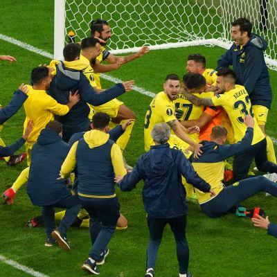 Villarreal firar sin seger över Manchester United efter straffar EL-finalen 2021.