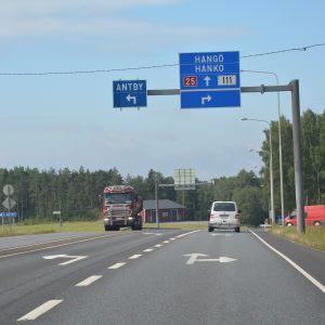 Korsningen mot Antby fotat från Lojohållet.