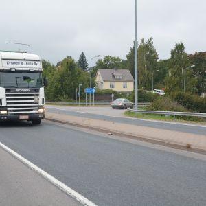 Korsningen till Österby, riksväg 25 i Ekenäs.