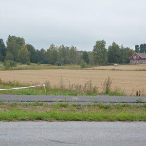 En del trafikanter tycker att trfaiken til och från riksväg 25-Tenala skulle kunna gå via Västerby.