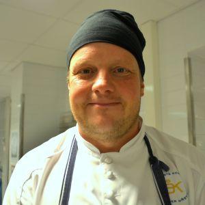 Närbild av kock Michael Björklund.
