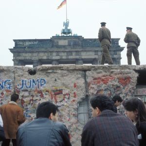 Berlinmuren vid Brandenburger Tor 1990.
