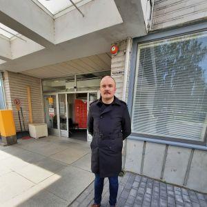 Kim Mansner utanför Borgå sjukhus.