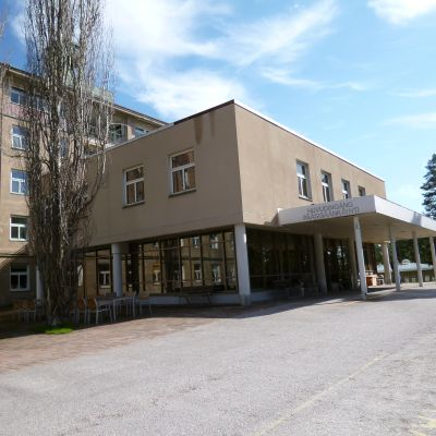 Ingången till huvudbyggnaden på  Mjölbolsta.