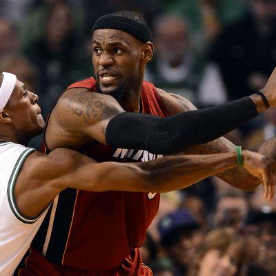 LeBrons James gjorde 45 poäng mot Boston Celtics