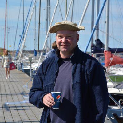 Hamnkapten Jan Sonntag i östra hamnen i Hangö.