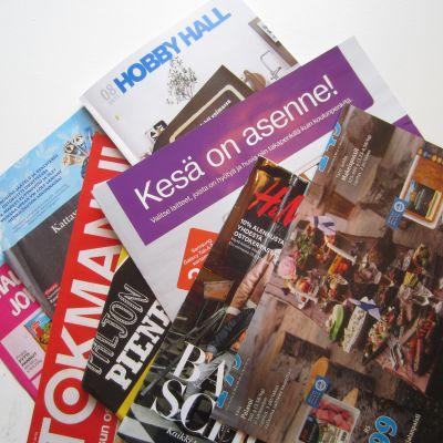 Postimyyntikuvastoja ja mainoksia jaetaan halukkaille edelleen.
