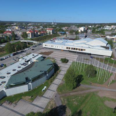 Rovaniemen kirjasto ja Lappia-talo.
