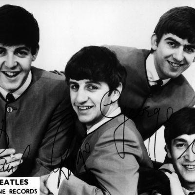 Beatlesit yhteiskuvassa kesällä 1964.