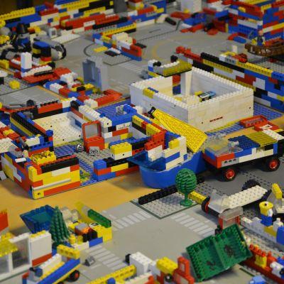 Legobitar på ett eftis